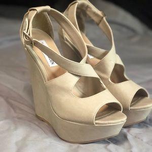 Steve Madden platform heels !